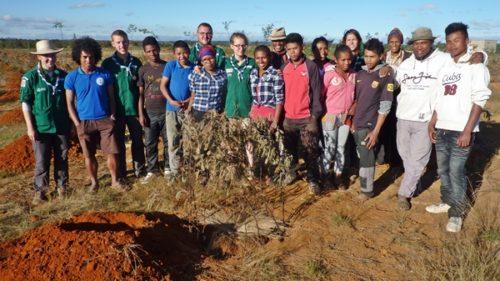 Les scouts et les élèves du centre de formation agricole de Kélilalina
