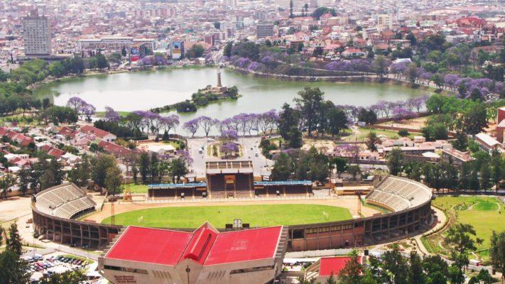 Antananarivo et ses jacarandas